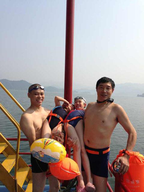 图片: 官庄水库冬泳合照