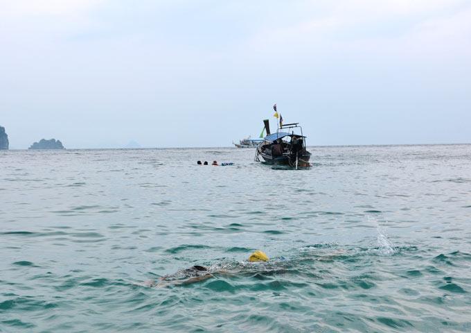 图片: 甲米深海游泳