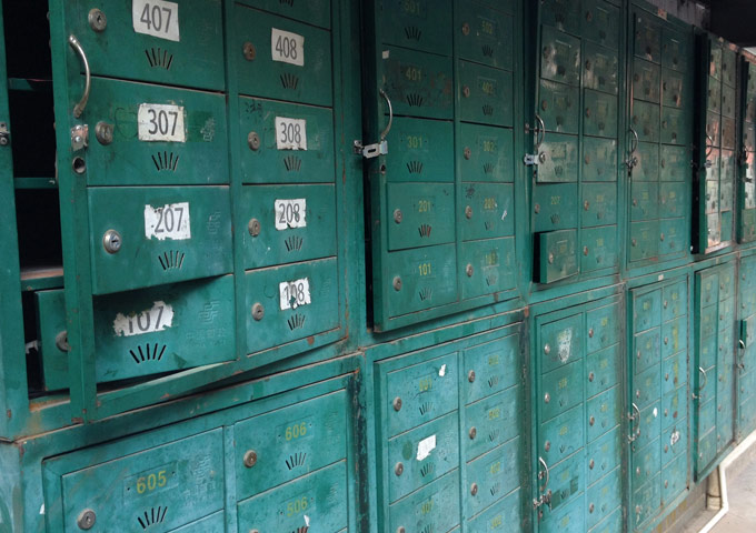 图片: 邮政信箱的没落 - 满身伤痕的邮政信箱
