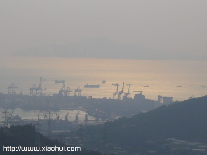 南山山顶: 夕阳下的蛇口港