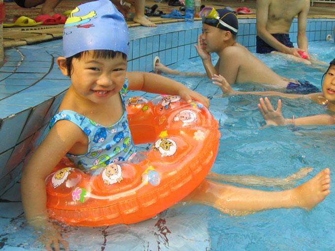 和女儿一起游泳: 正面照