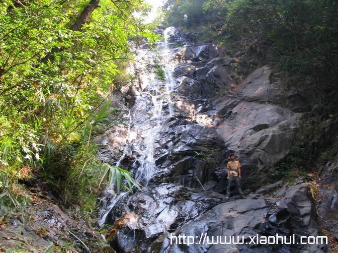 深圳梧桐山: 陡峭的山涧