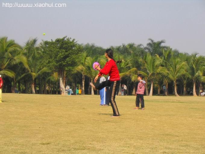 红树林: 运动中的女孩