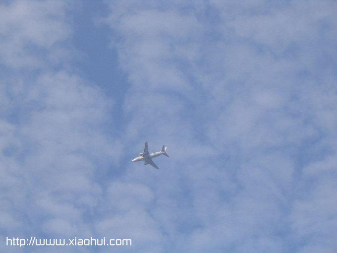 深圳南山: 地处深圳宝安机场和香港国际机场的航道线,飞机从头顶不远处飞过
